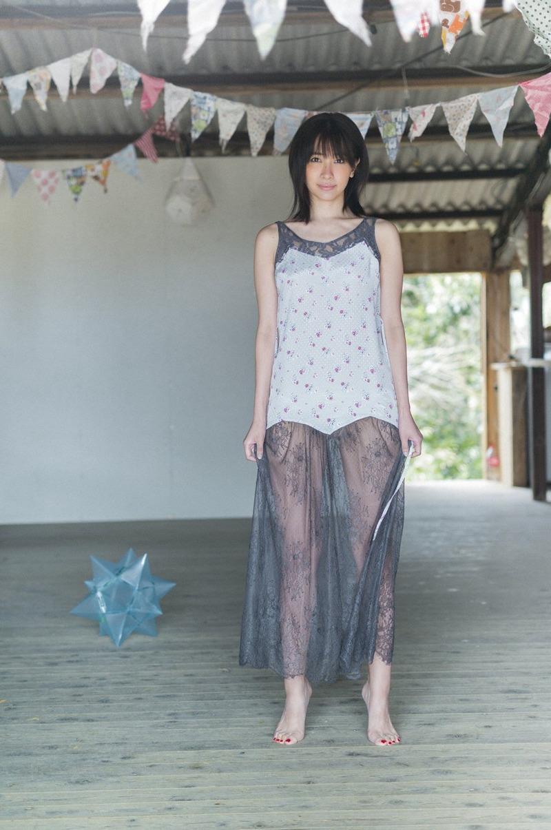 山崎真実 (31)6年ぶりの写真集グラビアを出す女だがまだまだ体