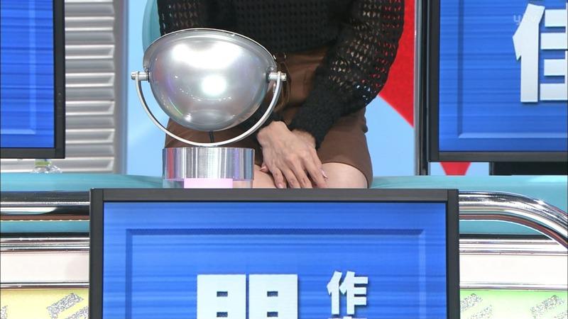 岡田紗佳(23)のパンチラ寸前美脚ミニスカがクッソエロいww【エロ画像】