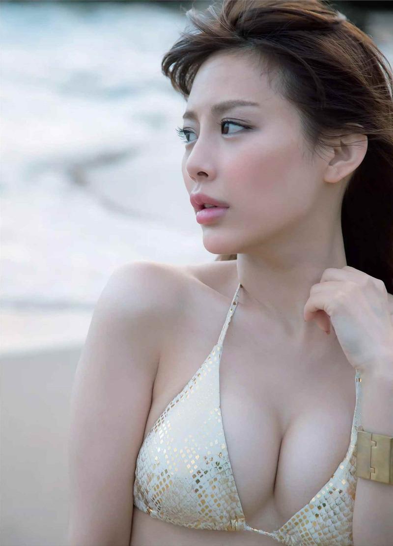 美馬怜子(33)お天気キャスターの最新セミヌードが抜けるww【エロ画像】