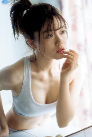 フェアリーズ野元空(20)胸チラ、プリケツ全開の写真集がぐうシコww【エロ画像】