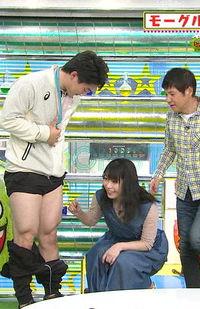 横山由依(25)男性の下半身を触っている姿が卑猥すぎるww【エロ画像】