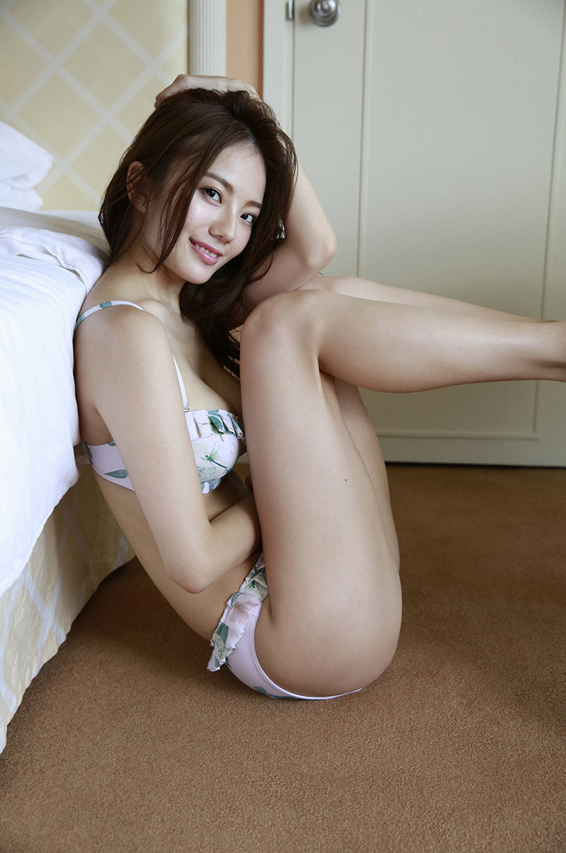 伊東紗冶子(23)最新水着グラビアでのGカップがクッソエロいww【エロ画像】