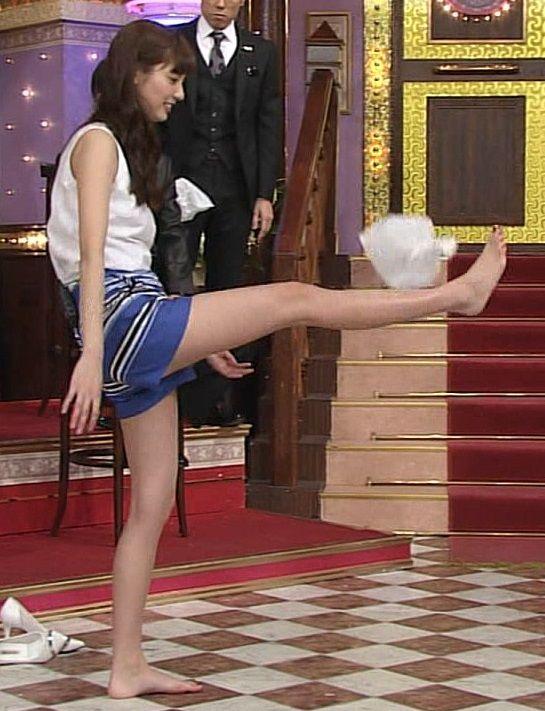 モデルの新川優愛(21)がしゃべくり007でエロ過ぎる美脚を披露!太ももに男根挟みたい【エロ画像】