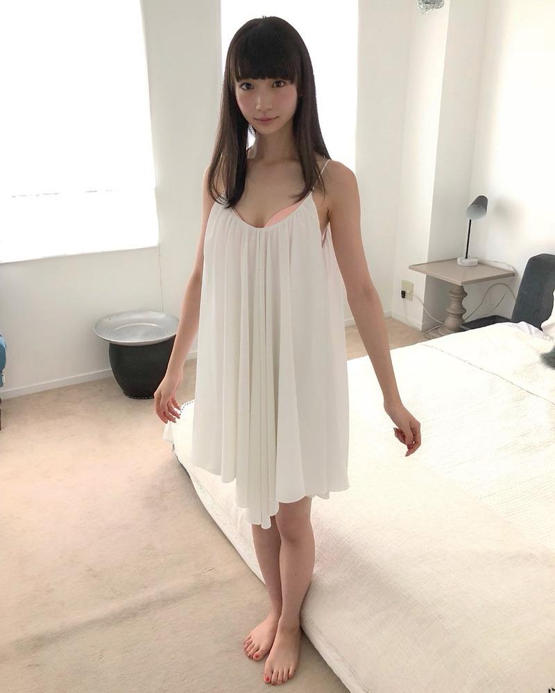 荻野由佳(19)の華奢好きにはたまらないスレンダーボディが抜けるww【エロ画像】