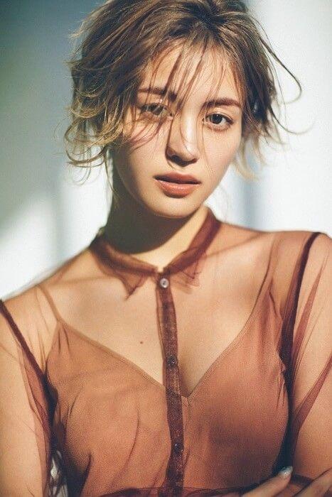 E-girlsの楓(23)のCanCam表紙の胸チラ谷間がエロいww【エロ画像】
