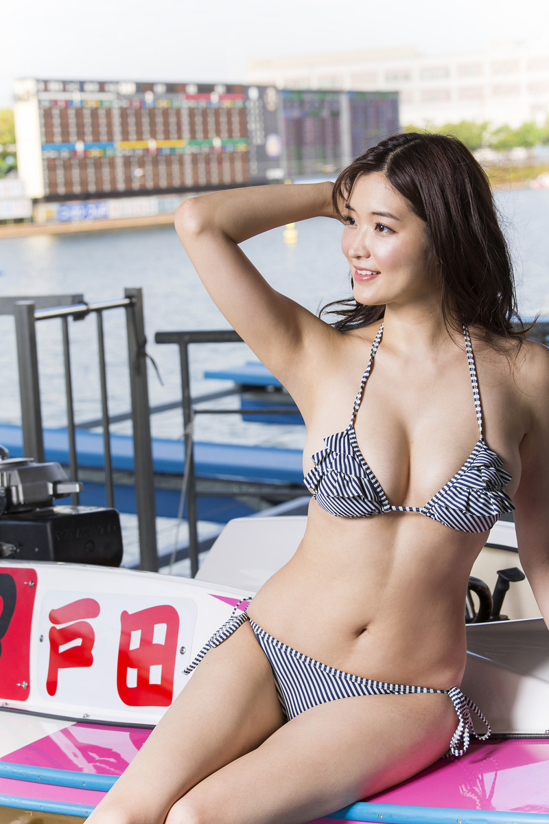 葉加瀬マイ(30)ボートレース場での水着姿が抜けるww【エロ画像】