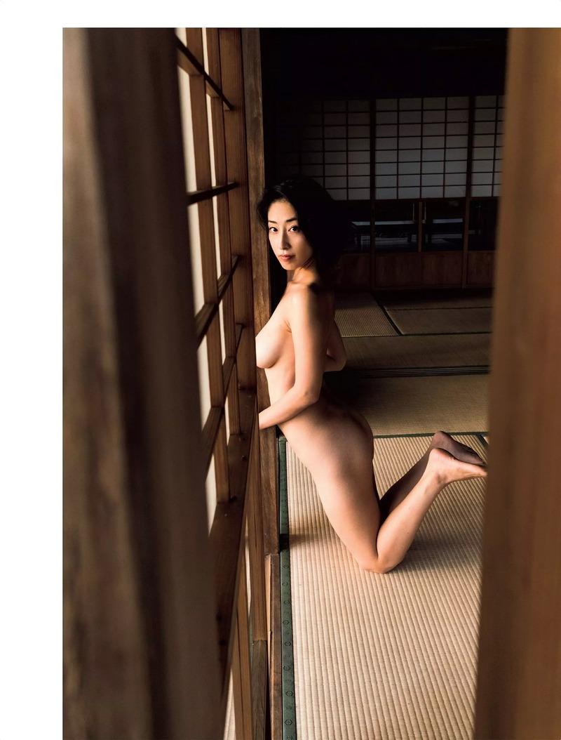 佐藤寛子(31)シングルマザーグラドルのヌードがなかなかエロい!やり逃げされたんだろうなww【エロ画像】
