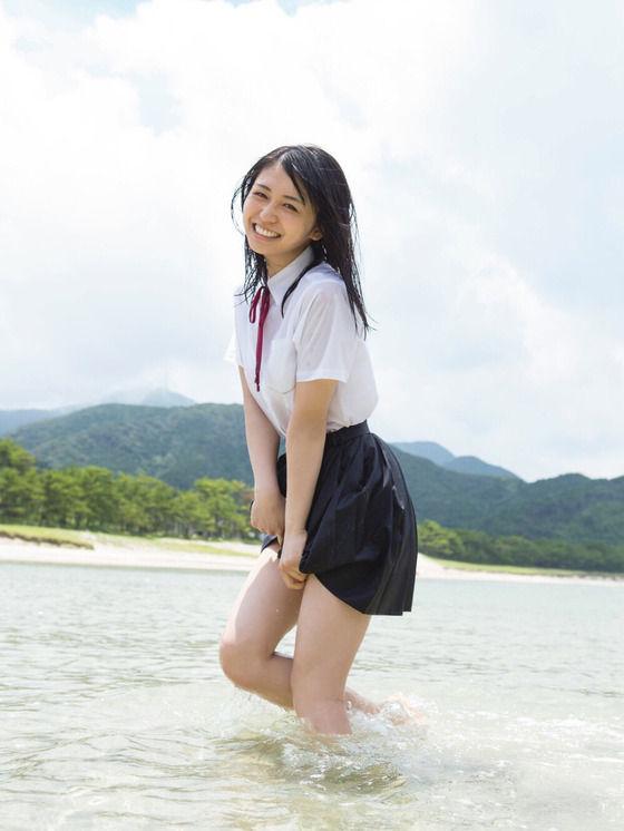 欅坂46長濱ねる(19)写真集の制服びしょ濡れショットがぐうシコww【エロ画像】