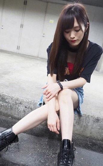 山本彩(24)のの生足ミニスカがくっそエロいww【エロ画像】