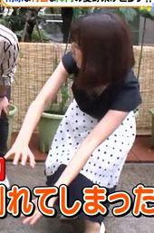 滝菜月アナ(25)のさり気ない胸チラおっぱいがぐうシコww【エロ画像】