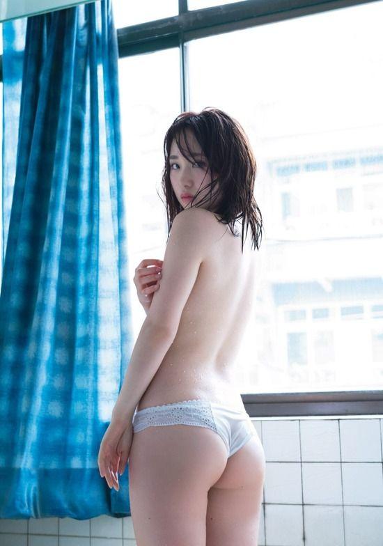 高橋朱里(20)の食い込みTバック下着姿がぐうシコww【エロ画像】