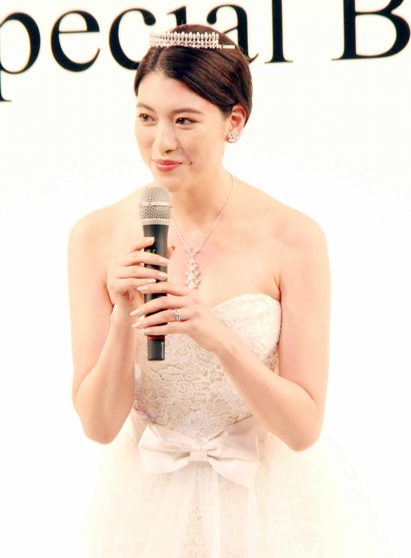 三吉彩花(21)スレンダーモデル体型好きにはたまらんエロボディがたまらんww【エロ画像】