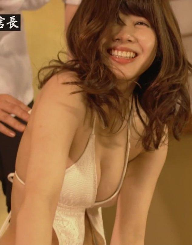 伊藤祐奈 (21)元アイドリングの女のマンスジにハミマン…胸チラもかなりエロいww【エロ画像】