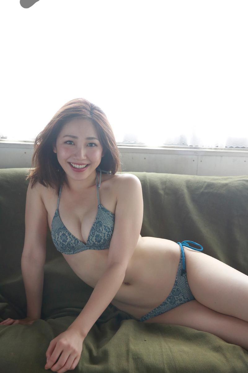 吉川友(25)Eカップで大人の色気がたまらん水着グラビアが抜けるww【エロ画像】
