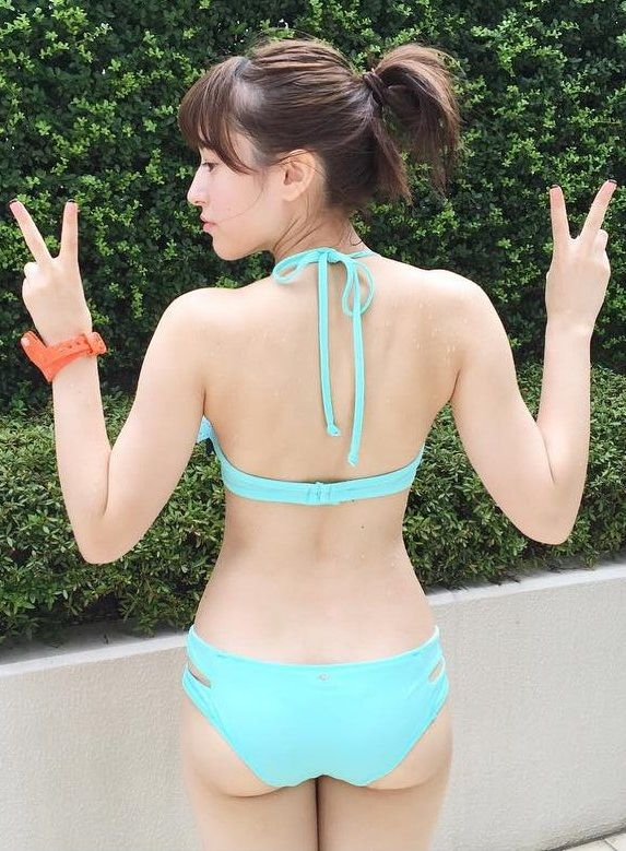 AKB平田梨奈(17)がプリケツくびれ画像投稿!巨乳JKの水着姿がたまらん【エロ画像】