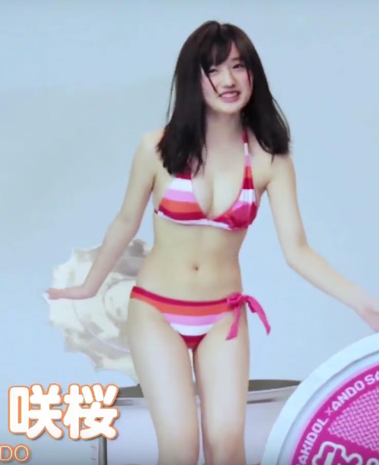 つりビット安藤咲桜(15)の巨乳水着姿がエロい!JKアイドルの色白むちむちボディがたまらん!