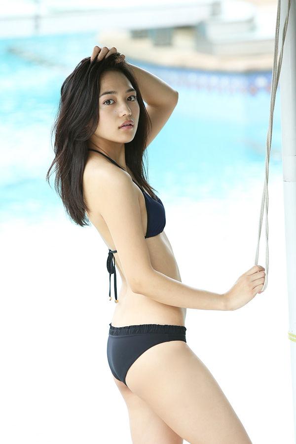 女優・川口春奈(20)のエロ水着カレンダーがたまらん!黒ビキニ最高【エロ画像】