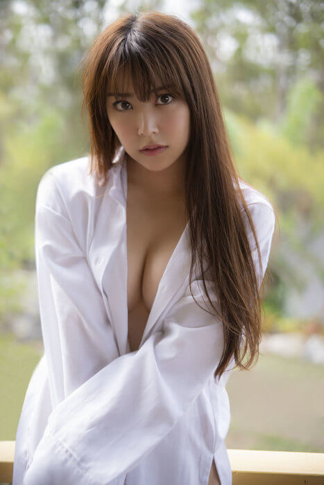 NMB48白間美瑠(21)の美乳おっぱいがけしからん写真集グラビアww【エロ画像】