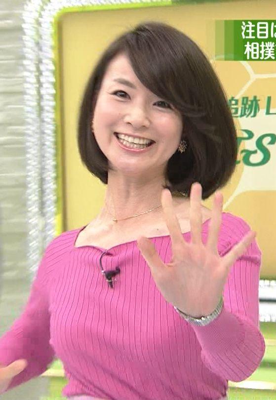 秋元玲奈アナ(31)着衣巨乳の乳揺れニットがけしからんエロキャプ画像