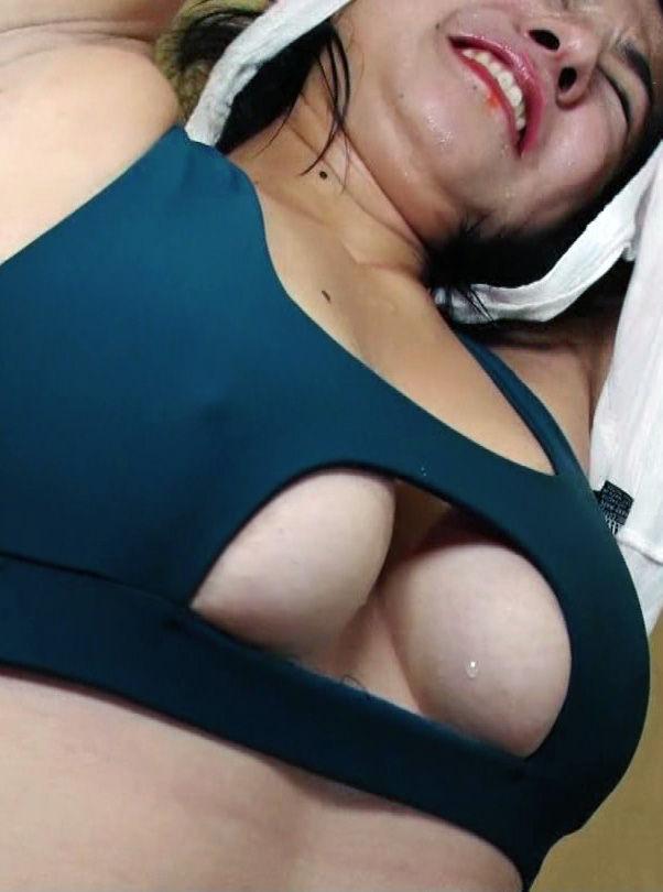 元美人シェフ愛生(22)の乳首ポッチにハミ乳がぐうシコww【エロ画像】