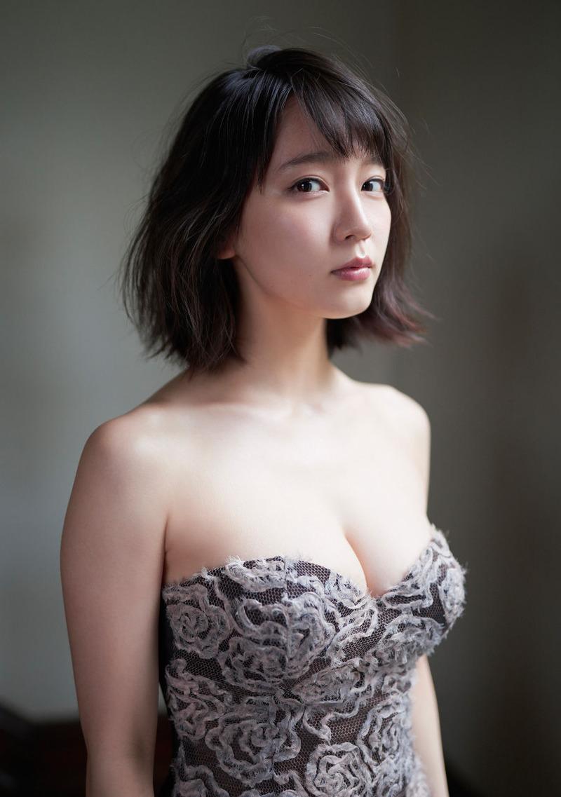 女優・吉岡里帆(22)のデカ尻と巨乳おっぱいがエロい!色白ムチムチの太ももとスクール水着がたまらん【エロ画像】