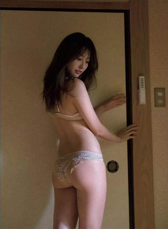 大石絵理(23)現役キャスターの色気たっぷり最新グラビアww【エロ画像】