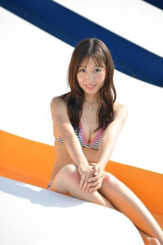 板野成美(23)ともちんの妹が水着グラビアデビューww【エロ画像】