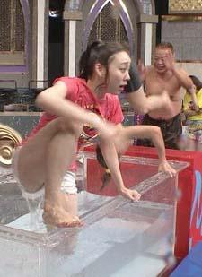 須田亜香里(26)の熱湯風呂で横からハミマンしそうな姿がエロいww【エロ画像】