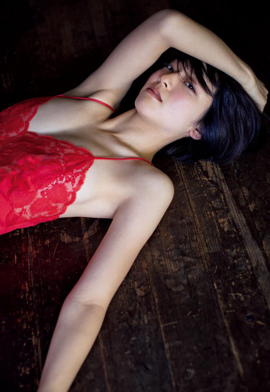 梨木まい(26)のセクシーランジェリー姿のグラビアがエロいww【エロ画像】