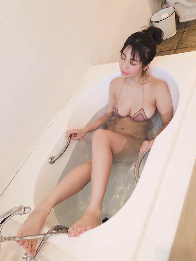 鈴木ふみ奈(28)のスケベ過ぎるSNSオフショットww【エロ画像】
