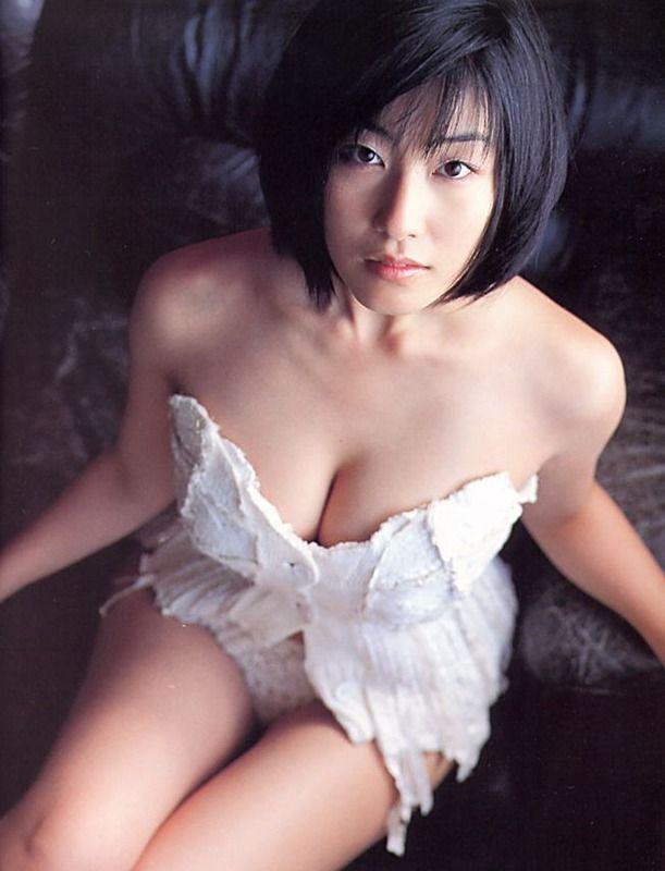 佐藤寛子(28)のおっぱいはんぱねえwwwwww【エロ画像】