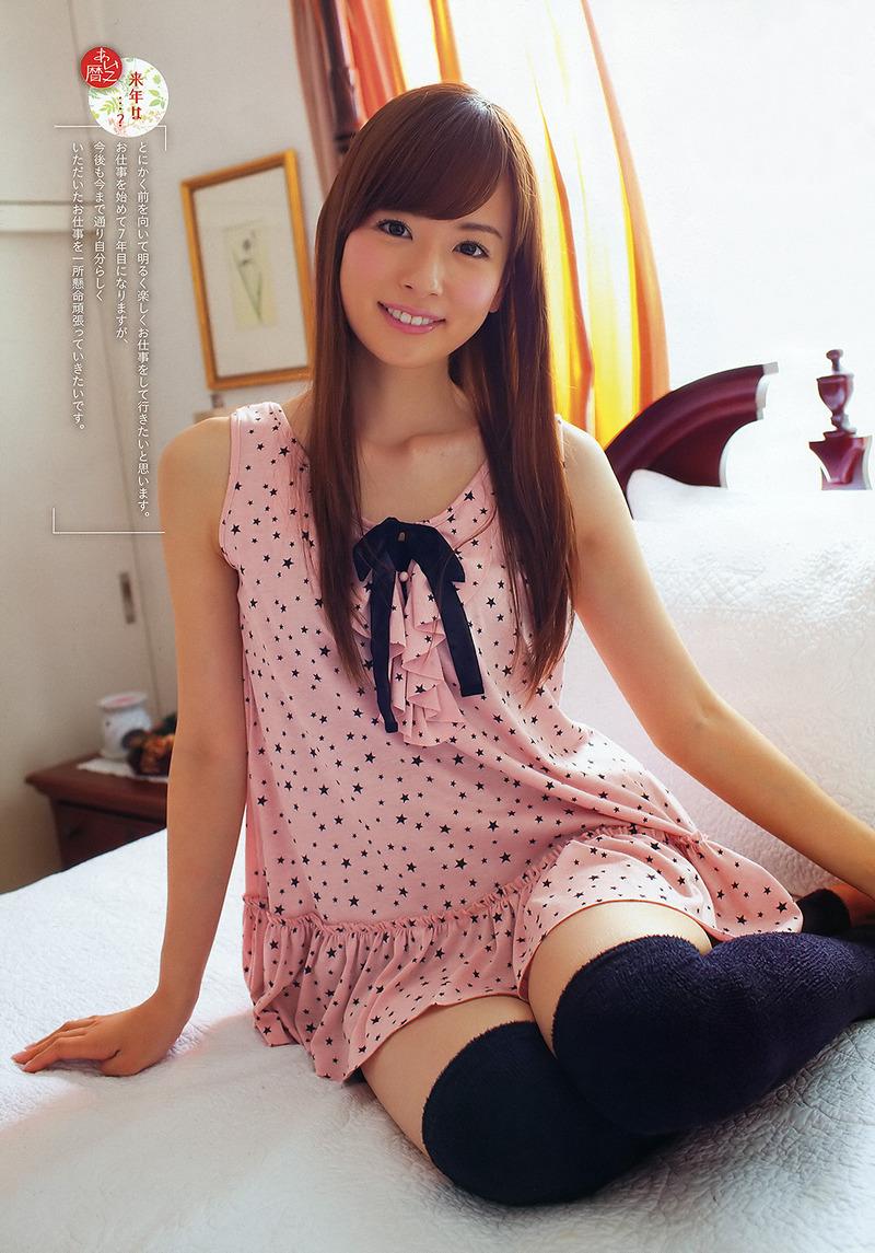 皆藤愛子アナ(32)の脇マンとミニスカ生脚太ももがエロい!色白二の腕がムチムチでたまらん!