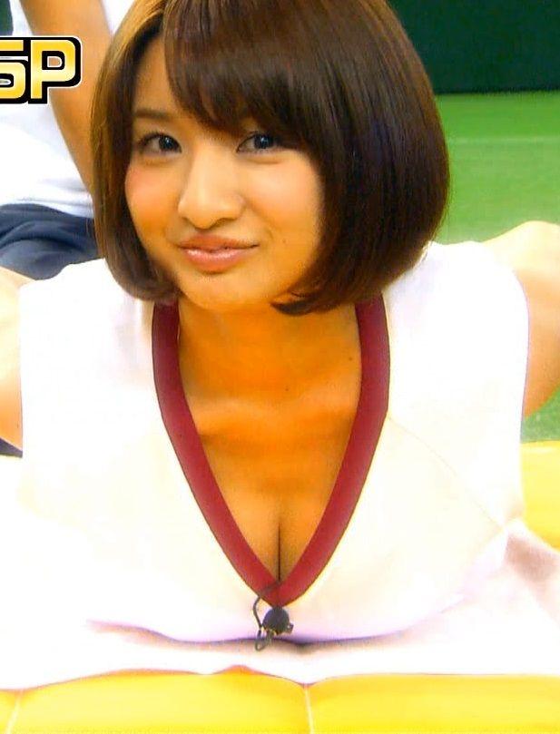 尾崎ナナ(30)のロンハーでの疑似パイズリがエロい!どうしても体験したかったから自分の太ももで頑張ってみた【エロ画像】
