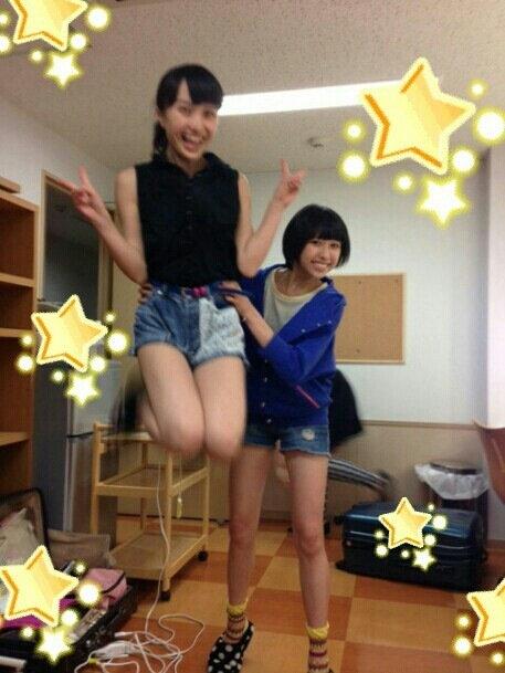 ももクロ百田夏菜子(18)のスカートがめくれ上がってるwwwwww【エロ画像】