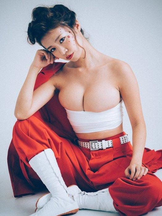 菜乃花(29)の#優勝グラビアのIカップ谷間がぐうシコww【エロ画像】