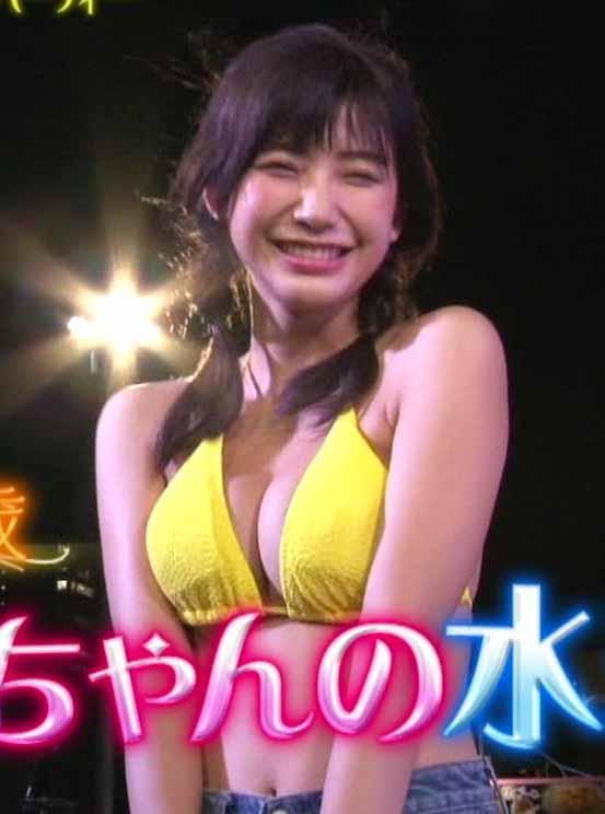小倉優香(18)最近おっぱい露出が増えてきた地上波の水着姿キャプが抜けるww【エロ画像】
