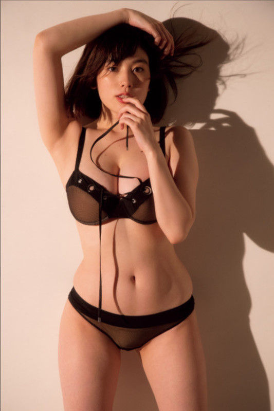 筧美和子(24)の写真集の下着姿がぐうシコww【エロ画像】