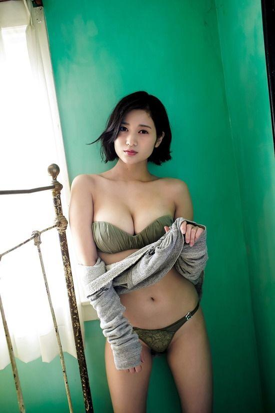 出口亜梨沙(26)の豊満Gカップバストがけしからんww【エロ画像】