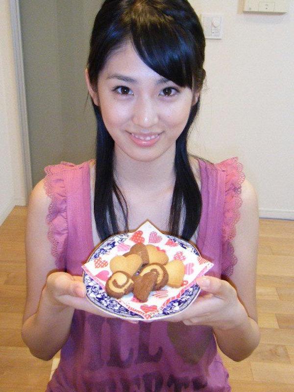 本仮屋リイナ(25)女子アナだけど二流AV女優にいそうな感じの顔でエロオーラがたまんねええ【エロ画像】