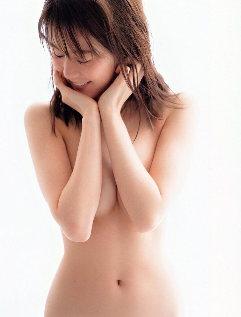 生田絵梨花(22)のおっぱい半見え写真集がエロいww【エロ画像】