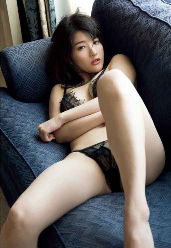 神谷えりな(26)透け尻や神乳Gカップの手ブラヌードがぐうシコww【エロ画像】