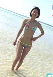 出口亜梨沙(25)のGカップボディの水着姿がけしからんww【エロ画像】