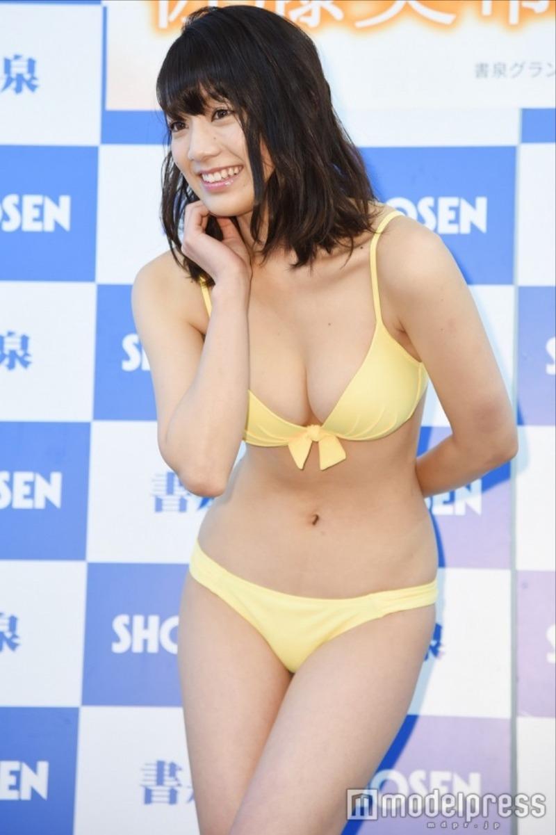 佐藤美希(23)Fカップにクビレがたまらんサトミキの水着姿がぐうシコ!エッチなカレンダーが発売されたみたいだぞww【エロ画像】