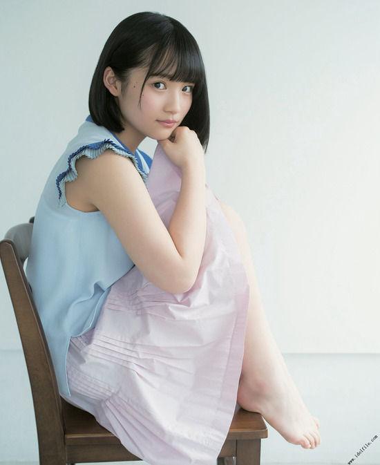 AKB48矢作萌夏(15)の制服姿やノースリーブ姿が透明感半端なくて抜けるww【エロ画像】