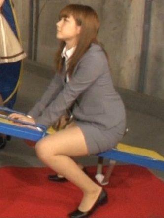 AKBのむっちりメンバーがシーソーで太もも大胆露出www村重杏奈(16)が特にたまらん【エロ画像】