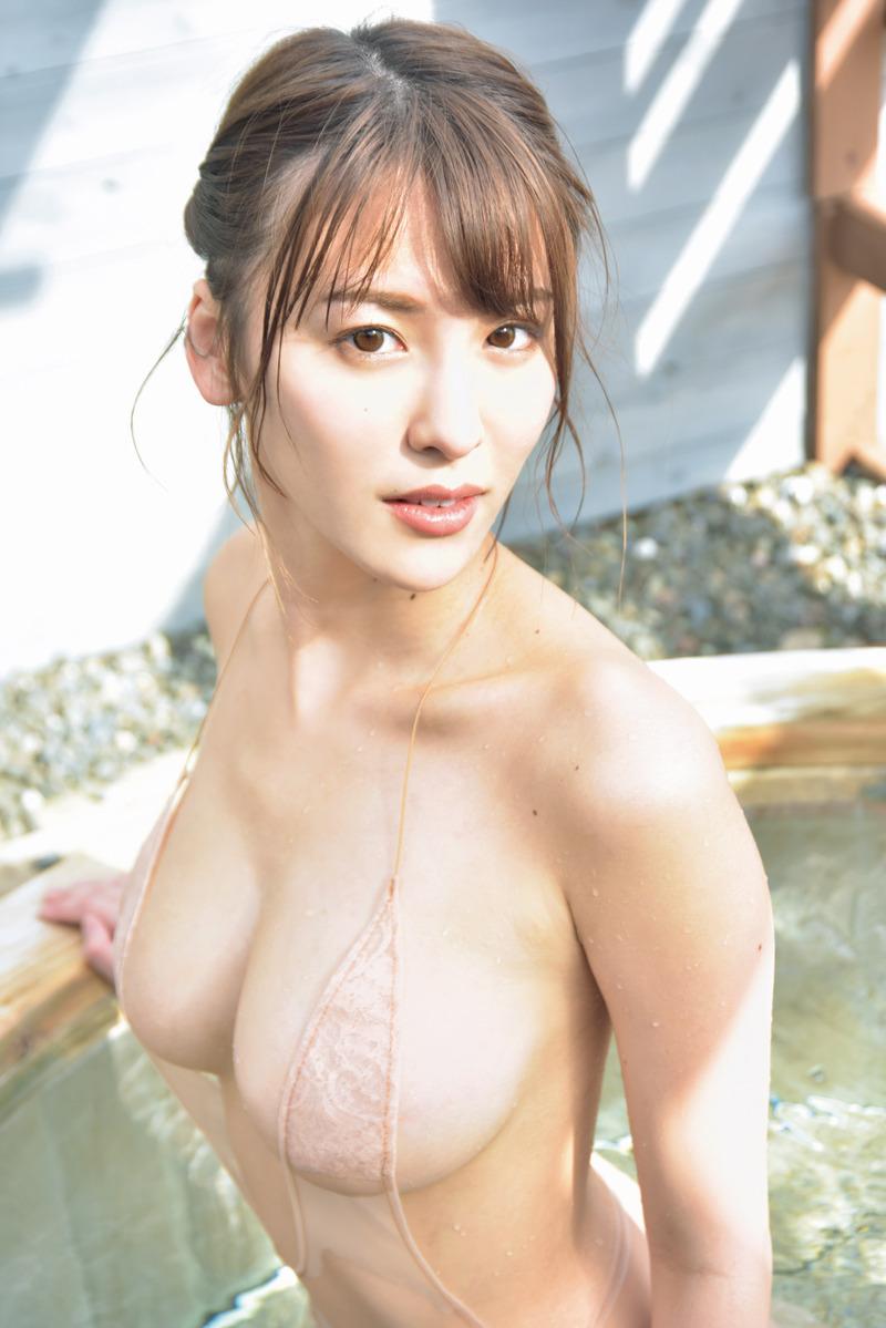 奈月セナ(22)の乳首だけ隠れた極小水着グラビアがエロいww【エロ画像】