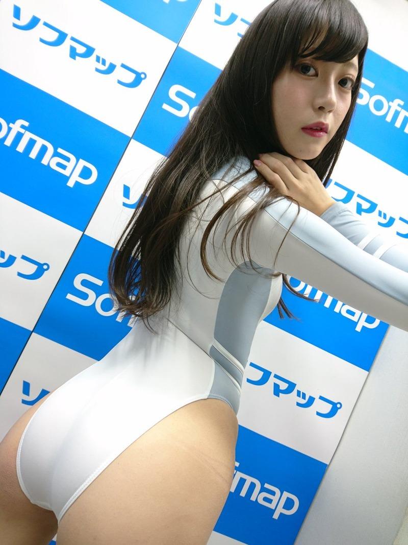 新人グラドル田中めい(20)のスレンダー貧乳ボディがけしからんww【エロ画像】