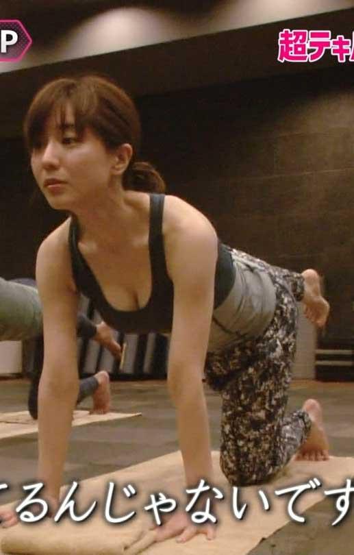 田中みな実アナ(30)タンクトップ胸チラを見せつけてくれたぞww【エロ画像】
