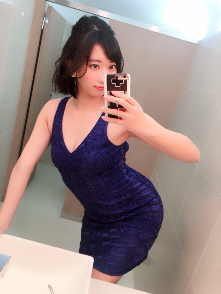 倉持由香(26)ドレス姿、サンタコスのデカ尻自画撮りが抜けるww【エロ画像】