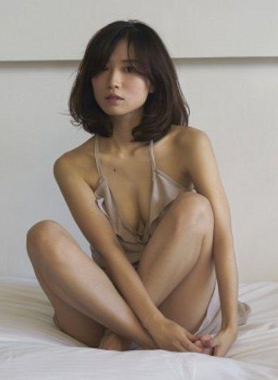 市川由衣(28)が「SEX特集」でセミヌードwww整形と疑われてるけど普通に抱きたいんだがwww【エロ画像】